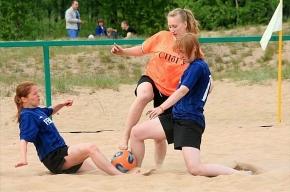 Девчонки преобразились на спортивной площадке