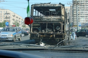 Маршрутка на Ленинском сгорела полностью
