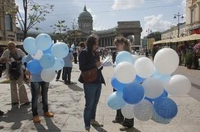 На Малой Конюшенной сегодня выпускали в небо воздушные шары