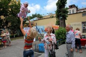 По петербургским дворам ходят «Добрые соседи»