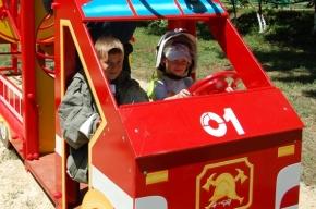 На улице Салова у детей появилась своя пожарная машина