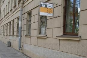 Автобусная остановка «прилипла» к окнам