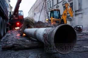 На Моховой улице прорвало трубу с горячей водой