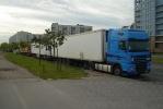 Стихийные парковки фур стали массовым явлением во Фрунзенском районе: Фоторепортаж