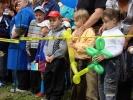 Фоторепортаж: «Русский подросток из США подарил детскую площадку родному Красноярску»