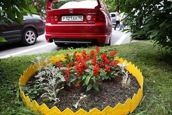 Благоухающий двор на проспекте Художников - дело рук супругов Седы и Эдуарда: Фото