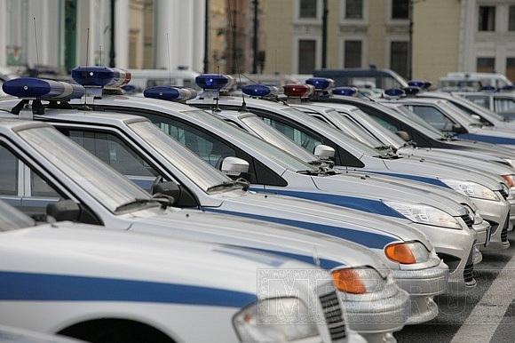 На Дворцовой площади прошел милицейский смотр: Фото