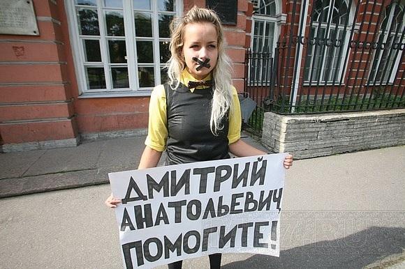 Пикеты против ректора СПБГУ - день третий: Фото