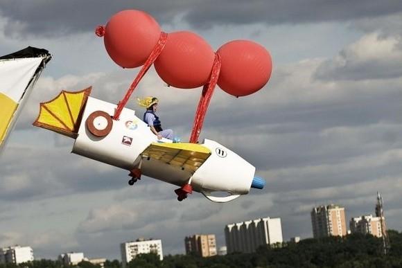 Летающая ванна из Петербурга победила в чемпионате по полетам в воду: Фото