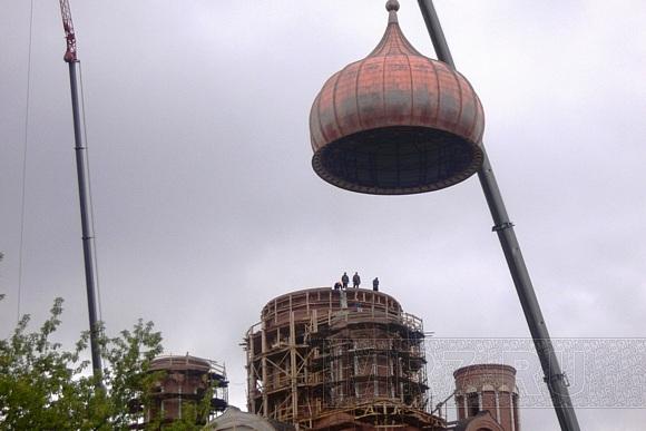 Екатерининский собор в Пушкине обрел купол и крест: Фото