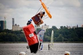 Летающая ванна из Петербурга победила в чемпионате по полетам в воду