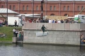 Единственная в мире мраморная лодка прошла испытание в Кронверкском проливе