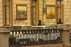 Шедеврами Русского музея украшают жилые дома