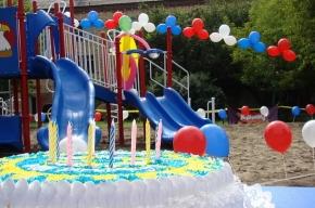 Русский подросток из США подарил детскую площадку родному Красноярску
