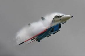Под Москвой в небе столкнулись два истребителя