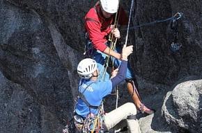 Петербургские альпинисты собираются прыгнуть с норвежской скалы Кьераг