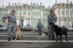 На Дворцовой площади прошел милицейский смотр