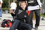 «Серьезный» папа танцует брейк: Фоторепортаж