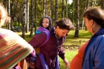 Мамы поменяли коляски на слинги: Фоторепортаж