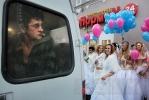 Свадебный десант на Гороховой: Фоторепортаж