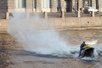 Окатил водой, испортил фотоаппарат и уплыл: Фоторепортаж