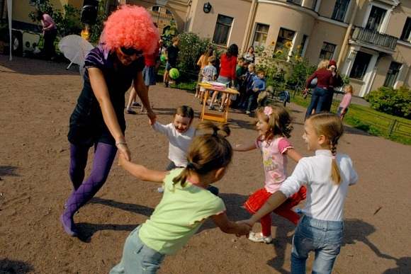 Соседское застолье в Тургеневском переулке собрало две сотни человек: Фото