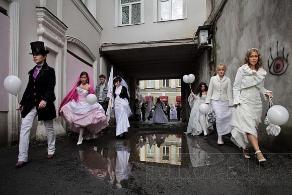Свадебный десант на Гороховой: Фото