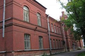 Дом с башенкой на улице Аккуратова - для «особых» детей