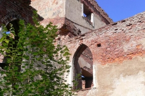 От Китайского театра остались одни руины