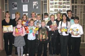 Школьники Невского района отправили подарки детям из Гатчины