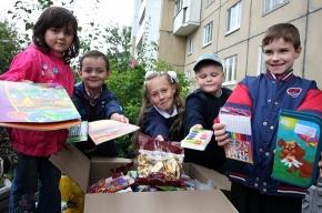Петербуржцы собирают в школу тех, у кого нет мамы