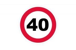 Зачем снижать скорость за пять метров до перекрестка?
