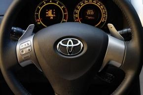 Toyota отзовет почти 4 миллиона машин из-за ковриков