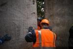 В сквере на Комендантском дело дошло до рукопашной: Фоторепортаж