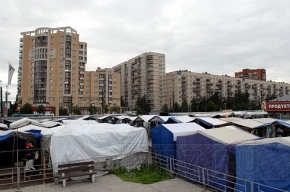 Юриста Хасанского рынка избили и везут в милицию