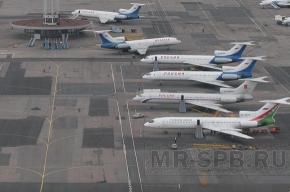 Самолет с 300 пассажирами на борту готовится к аварийной посадке