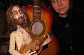 Кукла Джон Леннон споет с Вампукой