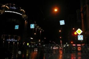 На перекрестке Малого проспекта и 8-й линии – абсурдные знаки