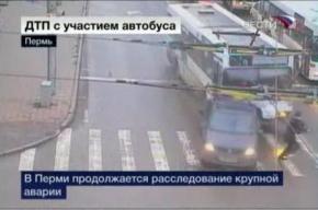 Водители протараненных автобусом автомобилей ищут виновника