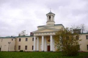 Уникальная церковь, в которой висят флаги, есть в Павловске