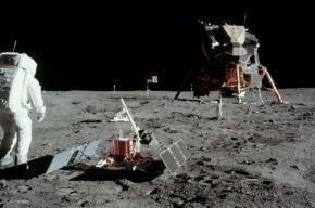 Сфотографированы следы людей на Луне