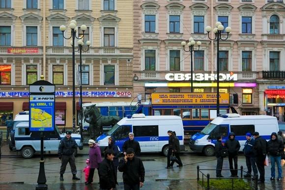 Четверо нацболов все-таки дошли до «Ленэкспо»: Фото