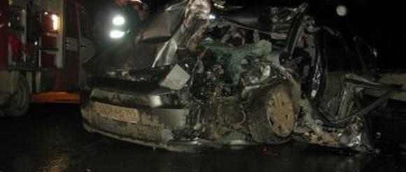 Страшное ДТП на МКАД: столкнулись автомобиль Митсубиси Лансер и грузовой автомобиль: Фото