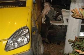 В маршрутку №486 на Волхонском шоссе врезался грузовик