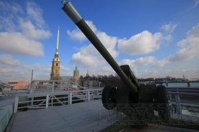 Полуденный залп из пушки Петропавловской крепости будет посвящен юбилею студенческих отрядов