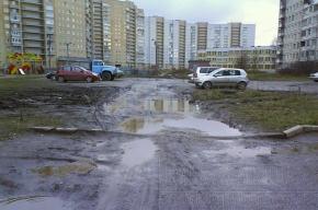 Автомобилисты изгадили двор на улице Турку