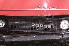 Водитель погиб, шесть пассажиров госпитализированы