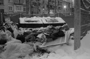 Сугробы мешают вывезти мусор