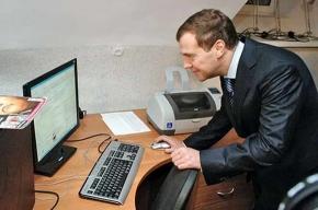 Медведев слушает Linkin Park и читает «новый опус» Пелевина