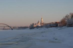 В Рыбинске построили шестиметрового ледяного Деда Мороза